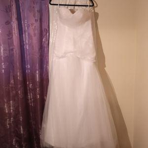 Dresses & Skirts - Brand new, never worn strapless wedding dress